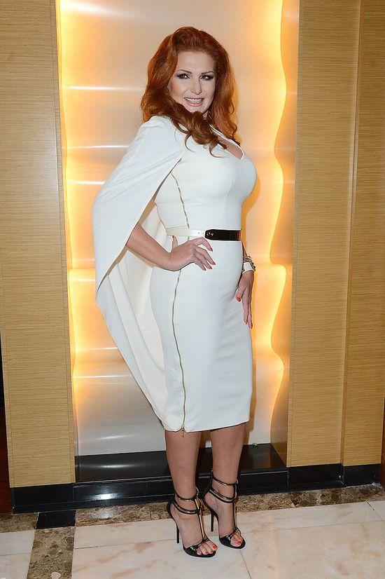 Marta Grycan w białej sukience