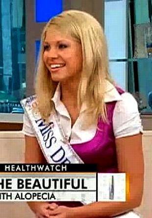 Kayla Martell - piękność w peruce