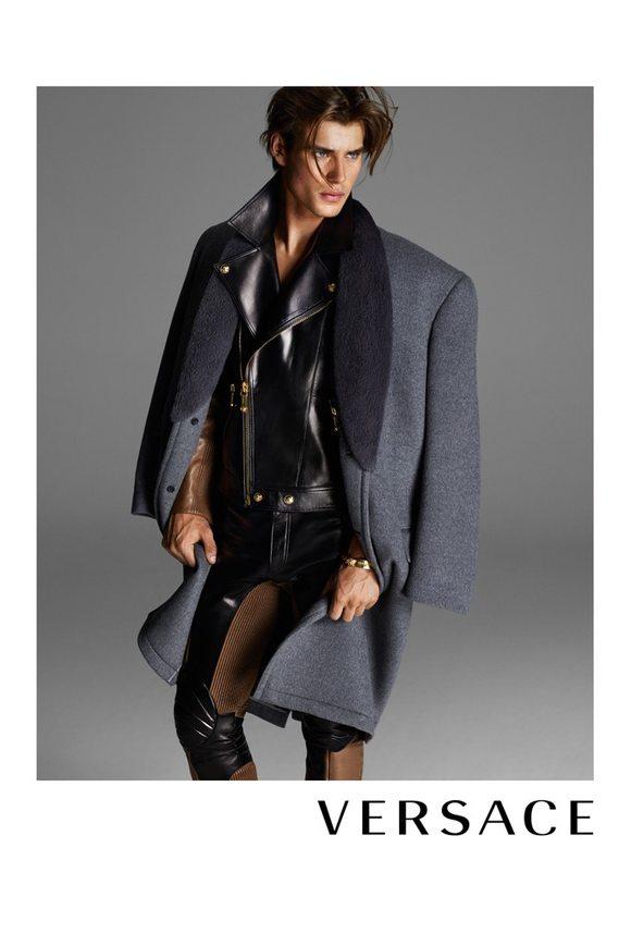Kate Moss naga w kampanii Versace
