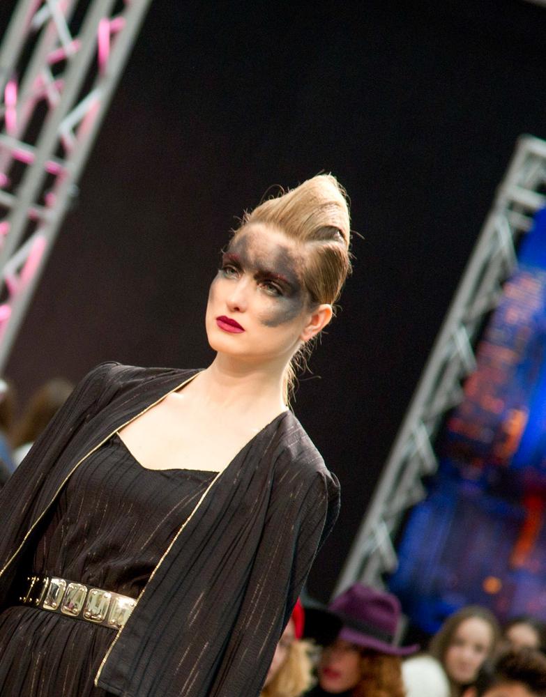 Kolorowe makijaże na wybiegu Maybelline (FOTO)