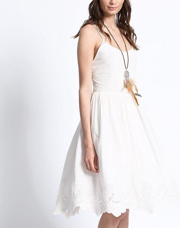 Białe sukienki haftowane - przegląd sieciówek (FOTO)