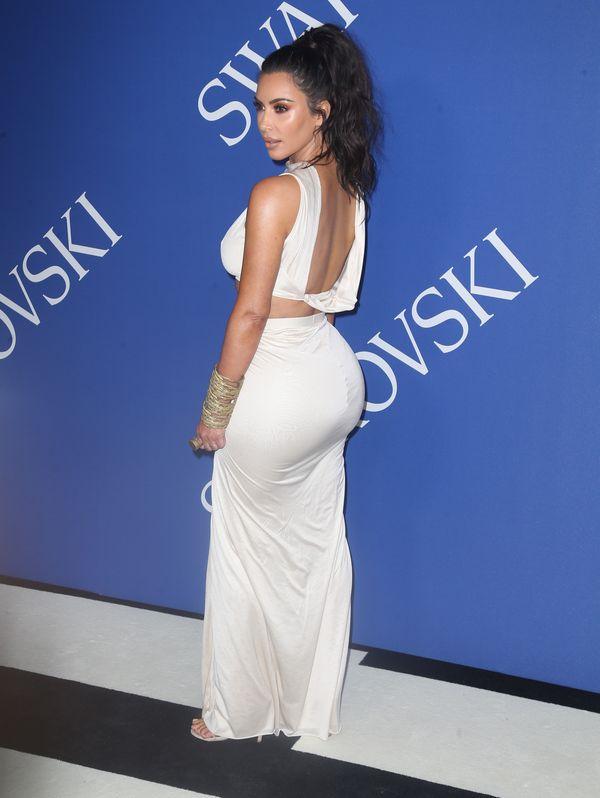Kim Kardashian wypracowała taki brzuch, że opadnie Ci szczęka!
