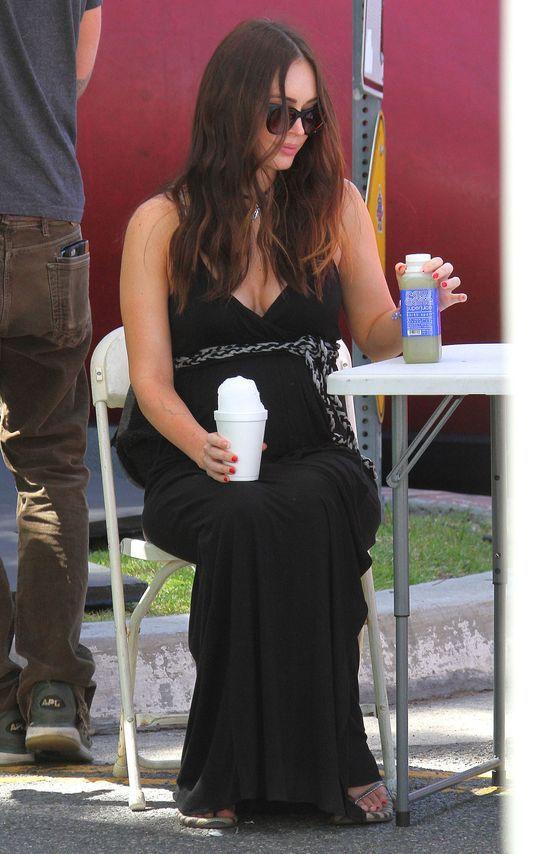 Brzuszek Megan Fox jest już bardzo widoczny (FOTO)
