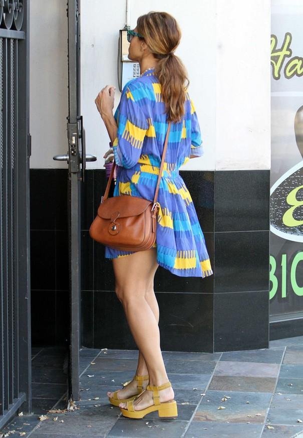 Eva Mendes w zwiewnej sukience