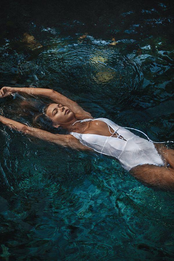Jessica Mercedes jak Kylie Jenner! Sukces Moiess, czarny kostium wyprzedany w...