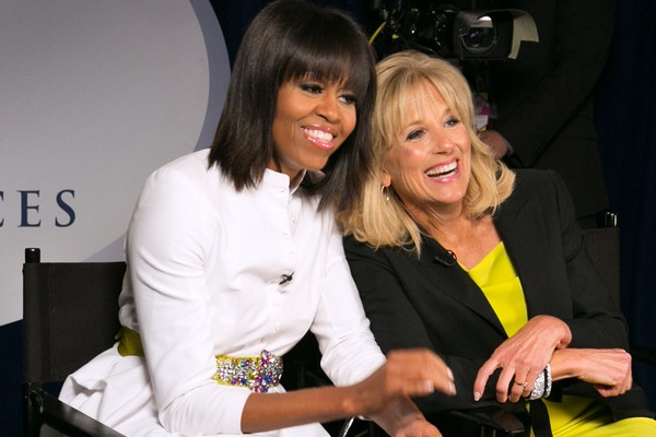 Grzywka Michelle Obamy to wina kryzysu wieku średniego?