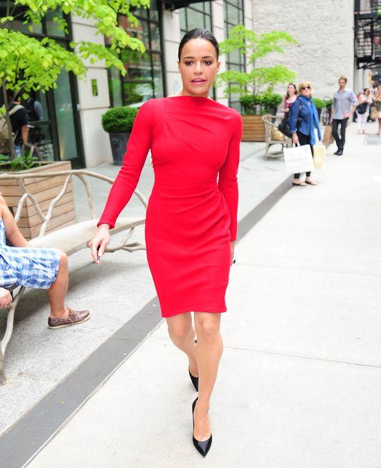 Michelle Rodriguez w czerwonej sukience