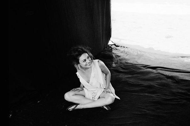 Piękna Mila Kunis w kampanii biżuterii (FOTO)