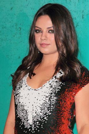 Mila Kunis w sukience Fendi pre-fall 2012