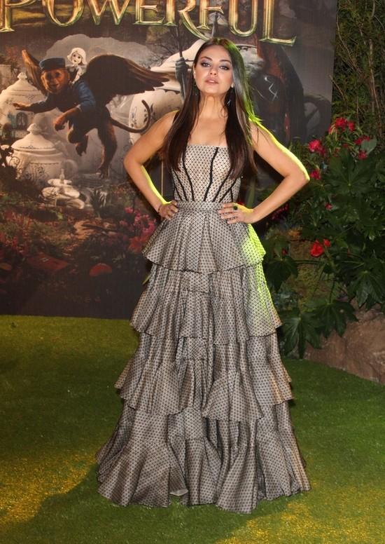 Mila Kunis na kwietniowej okładce Marie Clarie