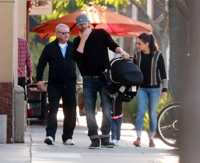 Dwa miesiące po porodzie Mila Kunis wygląda jak szkielet! (FOTO)