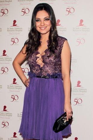 Mila Kunis stawia na fiolet (FOTO)