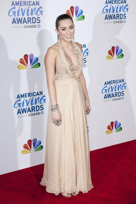 Miley Cyrus waży 44 kilogramy?