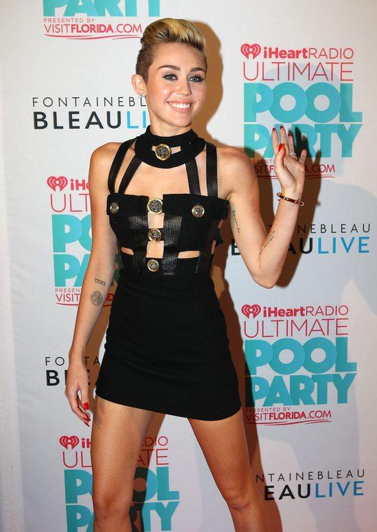 Miley Cyrus w vintage Versace