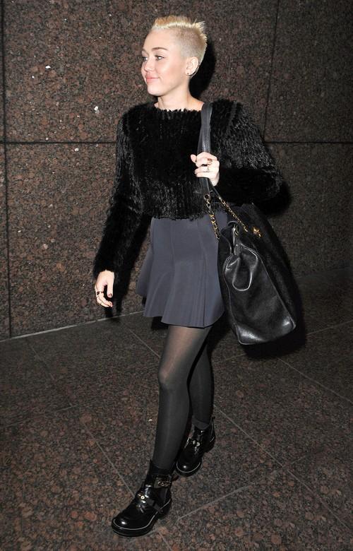 Jeszcze krótsze włosy Miley Cyrus (FOTO)