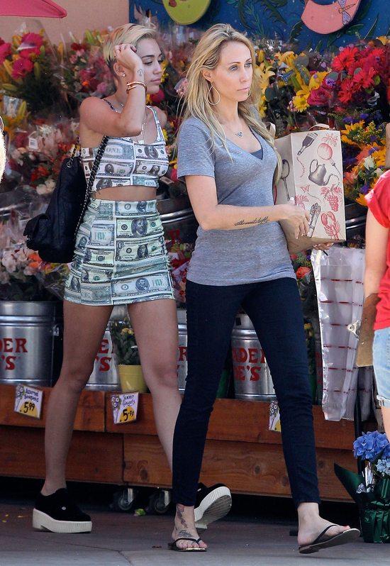 Miley Cyrus ma słabość do dolarów