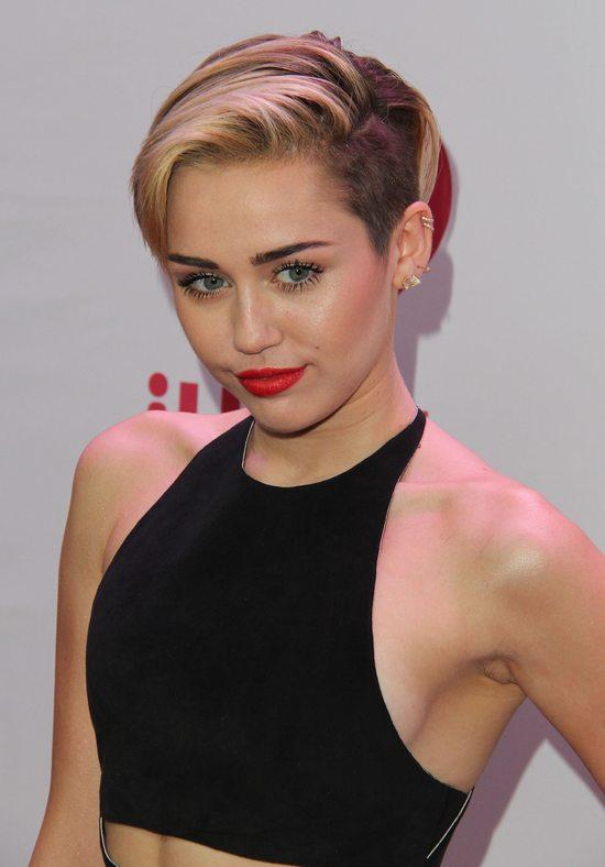 Miley Cyrus w kreacji od Calvina Kleina (FOTO)