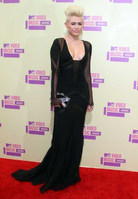 Miley Cyrus w Emilio Pucci (FOTO)