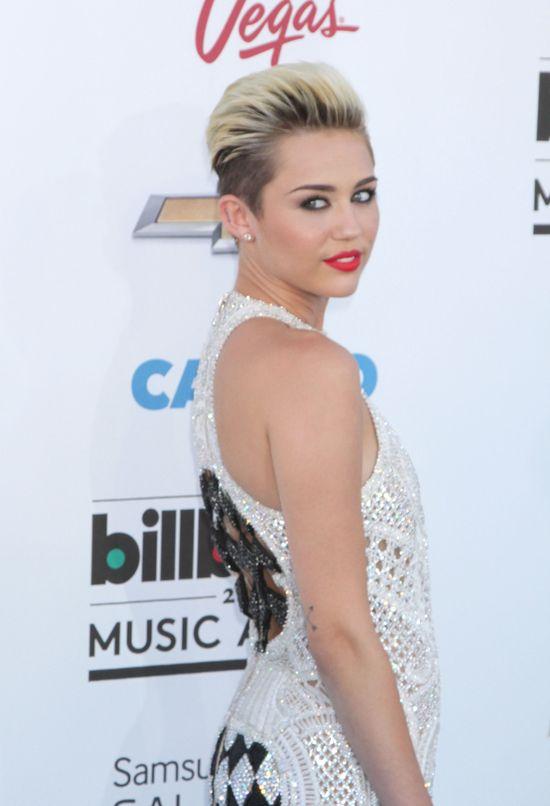 Miley Cyrus w kombinezonie Balmain (FOTO)