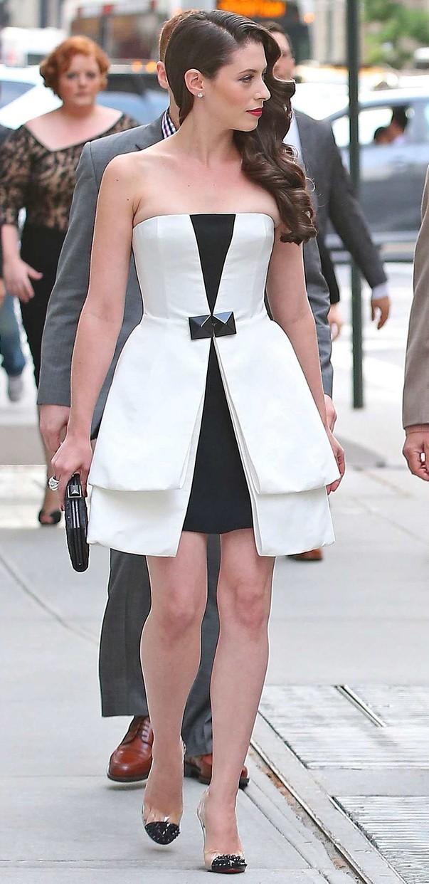 Lauren Miller w eleganckiej sukience
