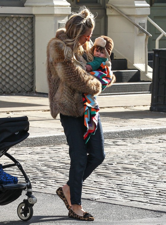 Sienna  Miller w ulubionym futrze