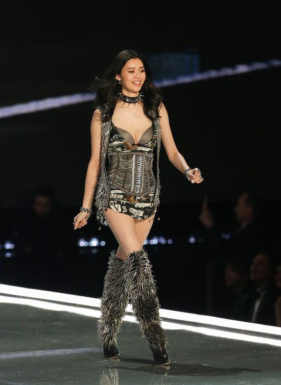 Upsss... O upadku tej modelki Victoria's Secret w Szanghaju mówią WSZYSCY