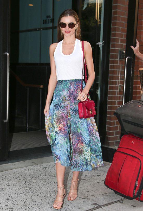 Miranda Kerr w kolorowej spódnicy