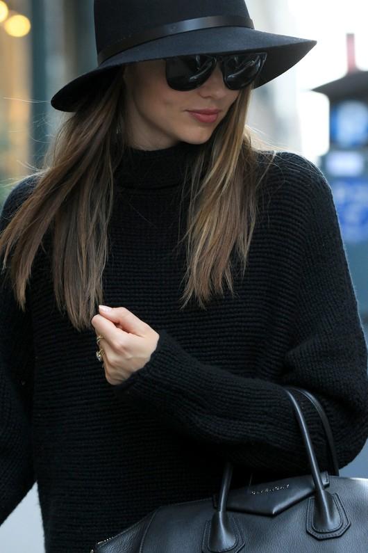 Miranda Kerr cała w czerni (FOTO)
