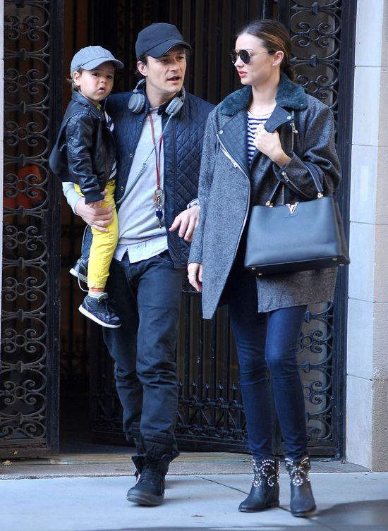 Miranda Kerr w oversizowym płaszczu