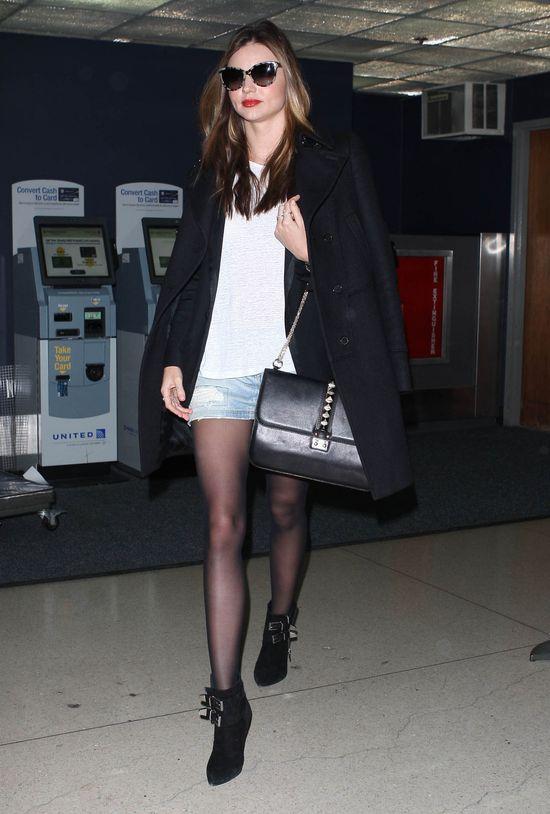 Miranda Kerr w jeansowej mini