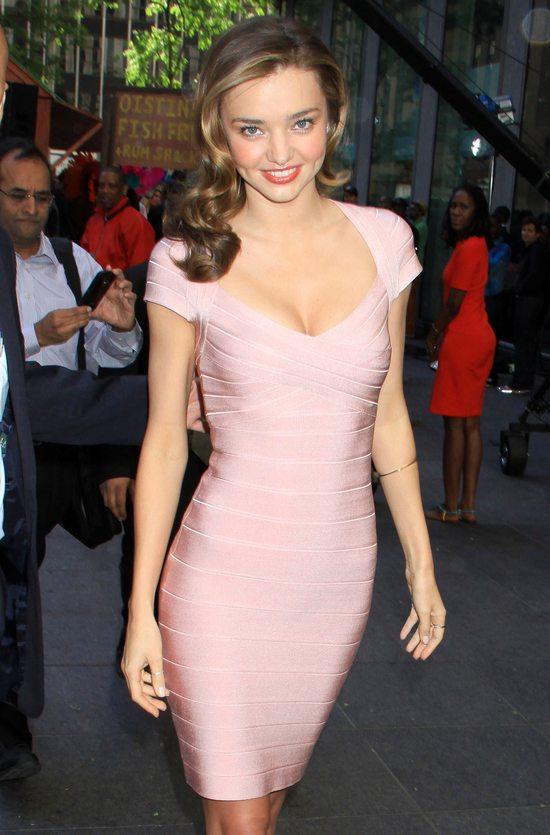 Miranda Kerr w sukience Herve Leger (FOTO)