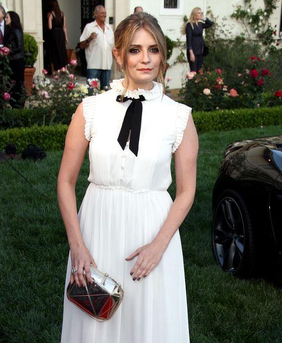 Mischa Barton w białej sukience