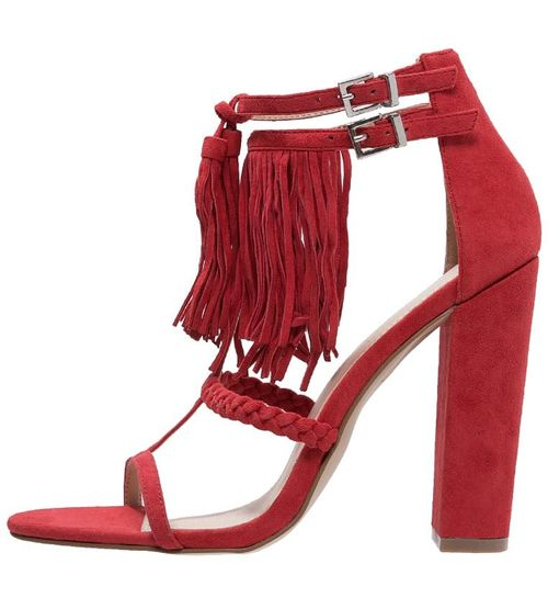 Seksowne sandały na obcasie z frędzlami - przegląd (FOTO)