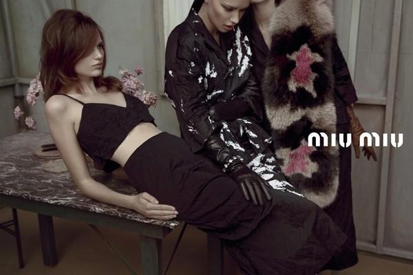 Parada modelek w nowej kampanii Miu Miu