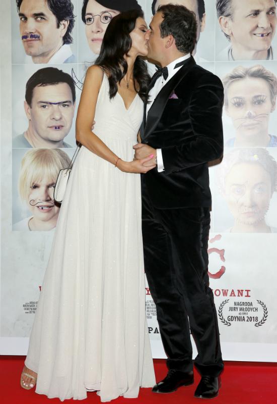 Marcela Leszczak pojawiła się na premierze filmu swojego partnera w białej sukni