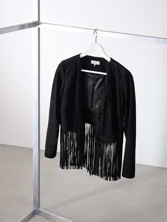 Szukamy idealnej kurtki w wyprzedażowej ofercie Mohito