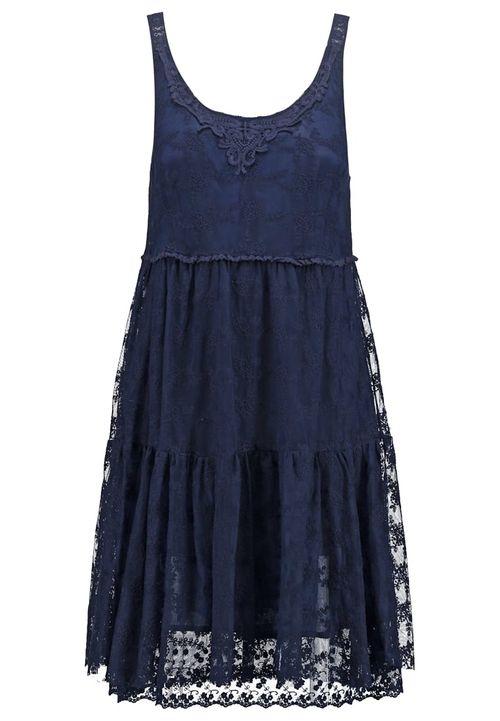 Sukienki młodzieżowe na lato - przegląd (FOTO)