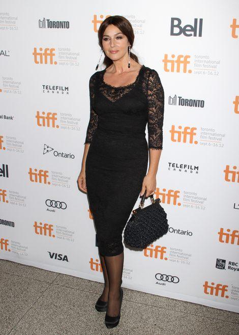 Monica Bellucci w koronkowej sukience (FOTO)