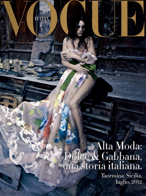 Monica Bellucci naga na okładce Vogue Italia (FOTO)