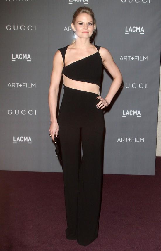 Jennifer Morrison w czarnym kombinezonie