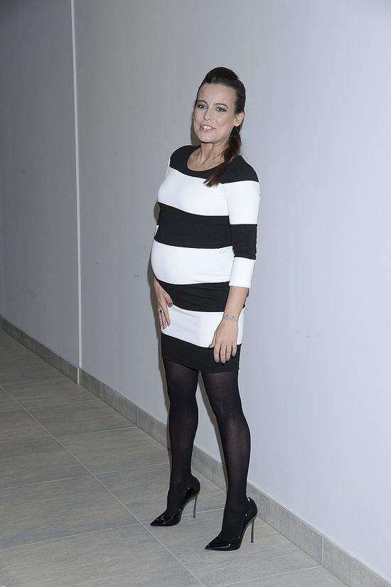 Anna Mucha w ciąży nie boi się pasków (FOTO)