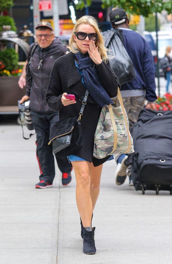 Naomi Watts w ciepłym swetrze (FOTO)