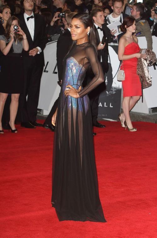 Naomie Harris w seksownych rpześwitach na premierze Skyfall
