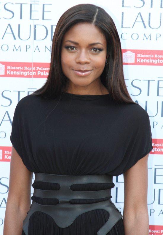 Naomi Harris w oryginalnej małej czarnej