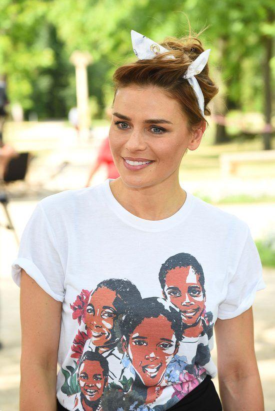 Jedna bluzka dwie stylizacje - Natasza Urbańska przebiera się na imprezie