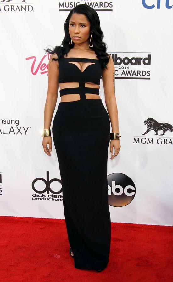 Kto rozdaniu nagród Billboard pochwalił się biustem?