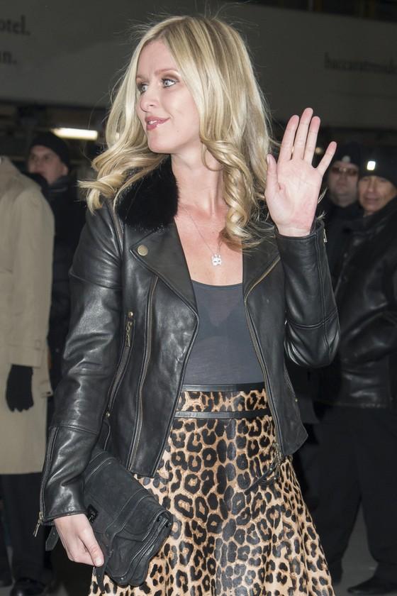 Nicky Hilton w panterkowej spódnicy