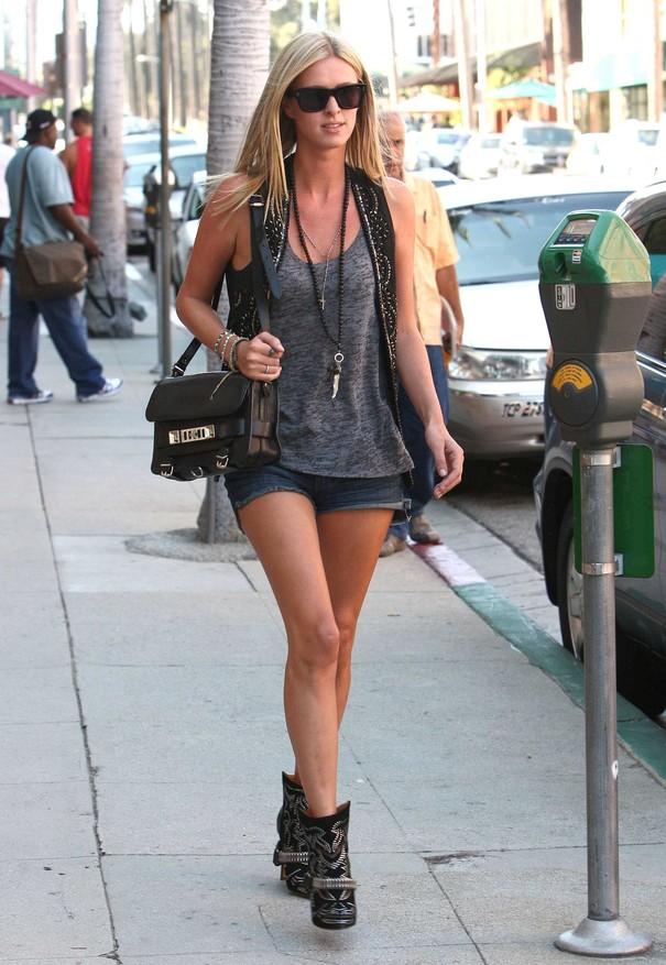 Nicky Hilton w kowbojkach