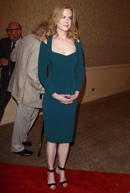 Nicole Kidman w butelkowej zieleni