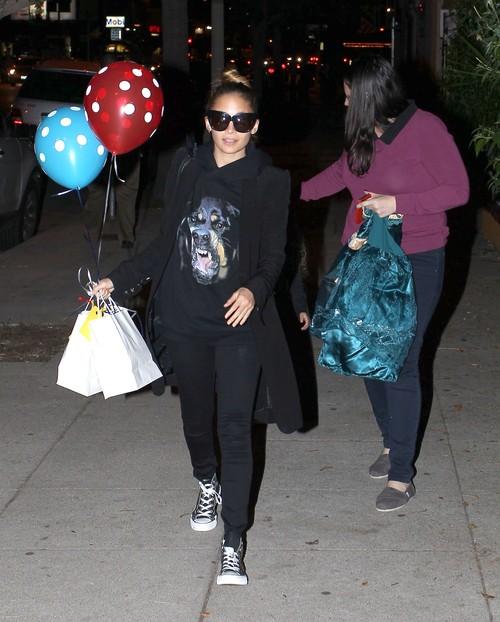 Nicole Richie w modnej bluzie Givenchy (FOTO)